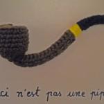 Un homme? Une pipe, un pull…