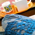 Ça tricote toujours au pied des montagnes
